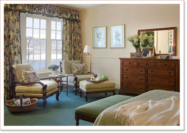 Colonial Revival style interior decor