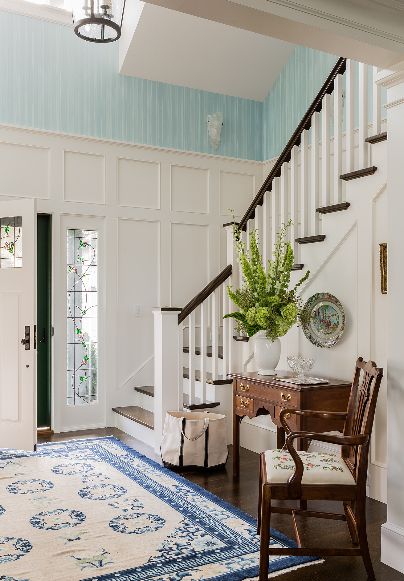 This cheery waterfront home blends contemporary styling and colors with antique furnishings to create a comfortably elegant interior design created by Boston Interior Designer, Elizabeth Swartz Interiors.