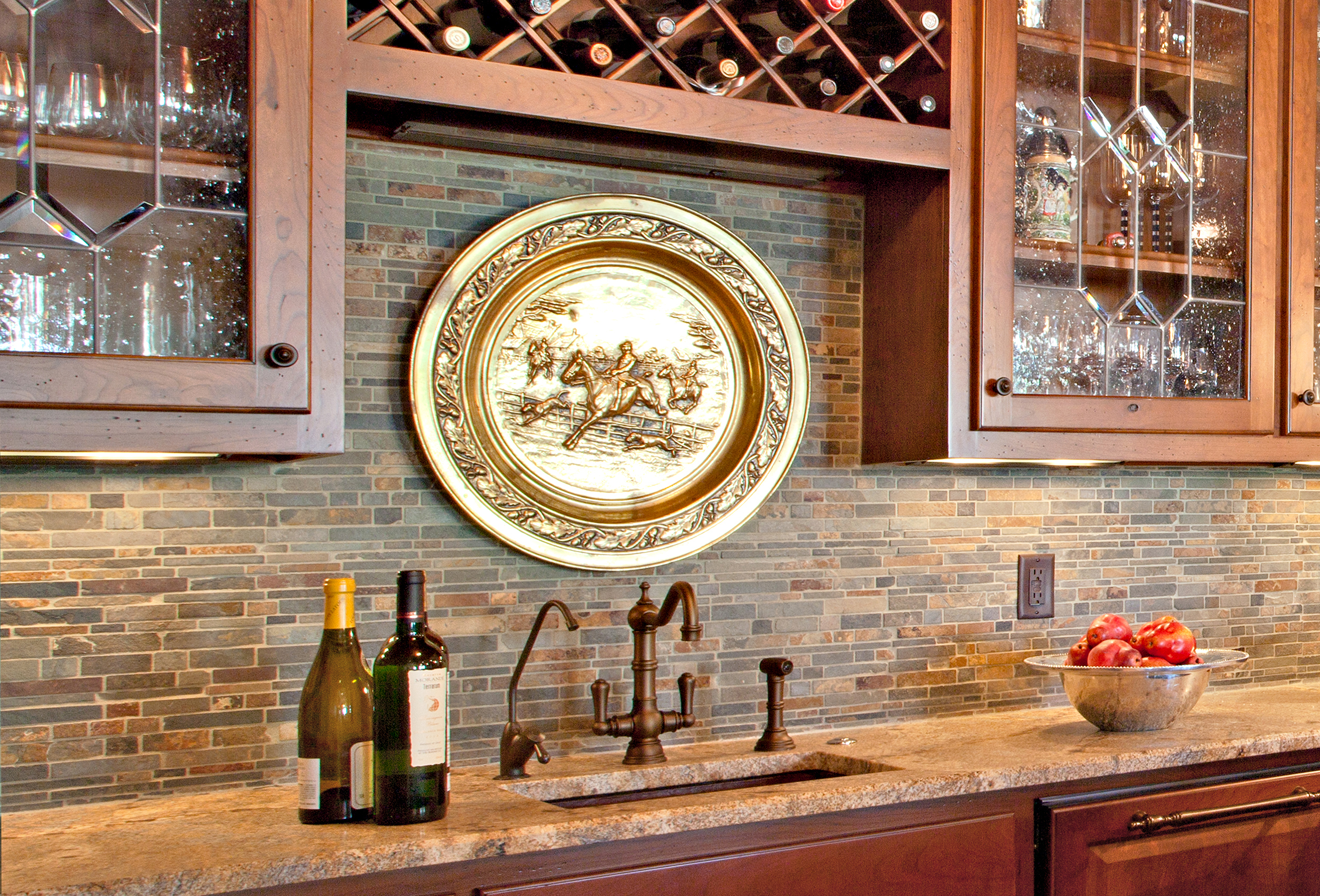 Multicolored slate kitchen backsplash by Elizabeth Swartz Interiors